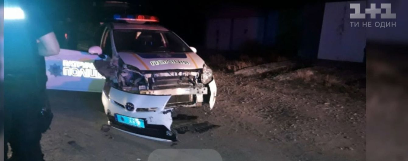 В Ивано-Франковске во время преследования нарушитель протаранил два полицейских авто
