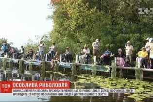В столице состоялись необычные соревнования по рыболовству среди колясочников