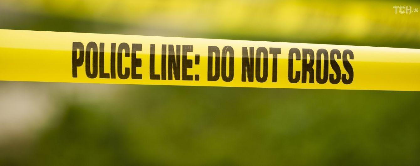 У Великій Британії чоловік з ножем напав на перехожих у парку: кілька людей поранено