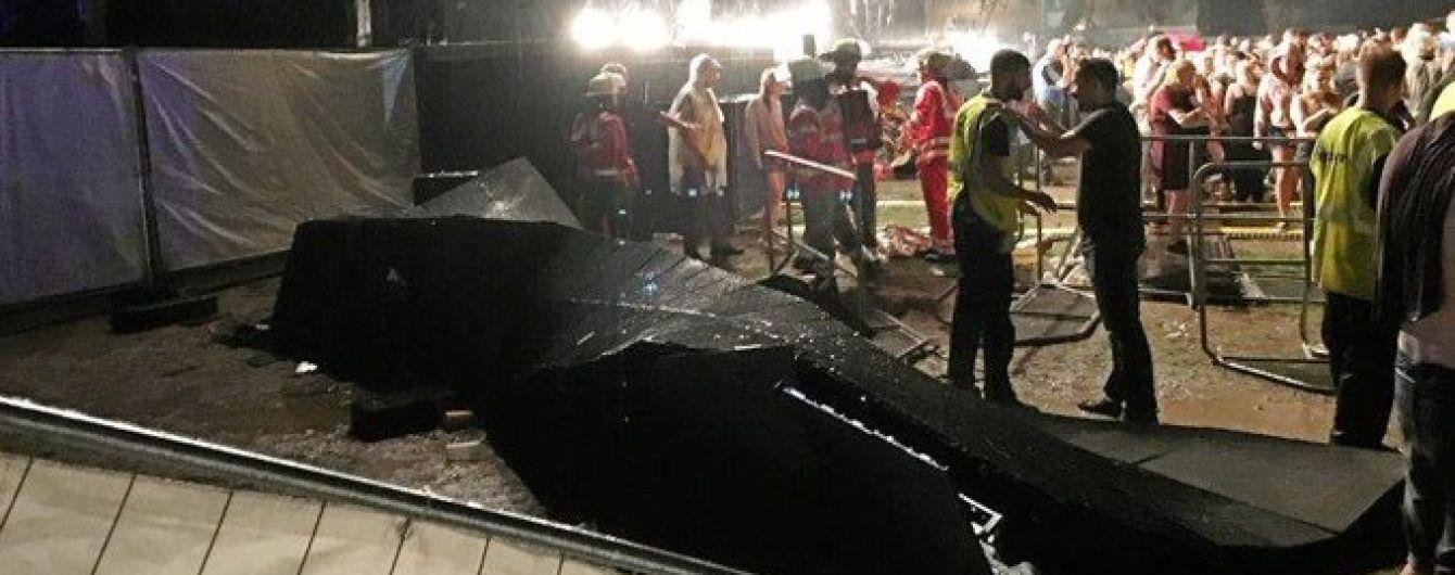 В Германии ураган обрушил на зрителей сцену во время концерта