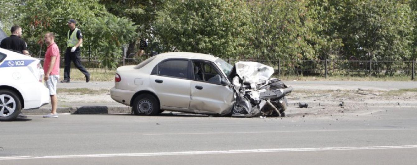 Смертельная авария в Киеве. Lanos на большой скорости влетел в припаркованный внедорожник