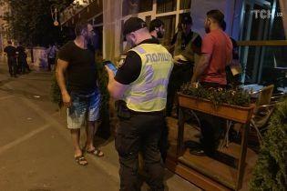 В Киеве между отдыхающими и владельцами кафе произошла драка со стрельбой