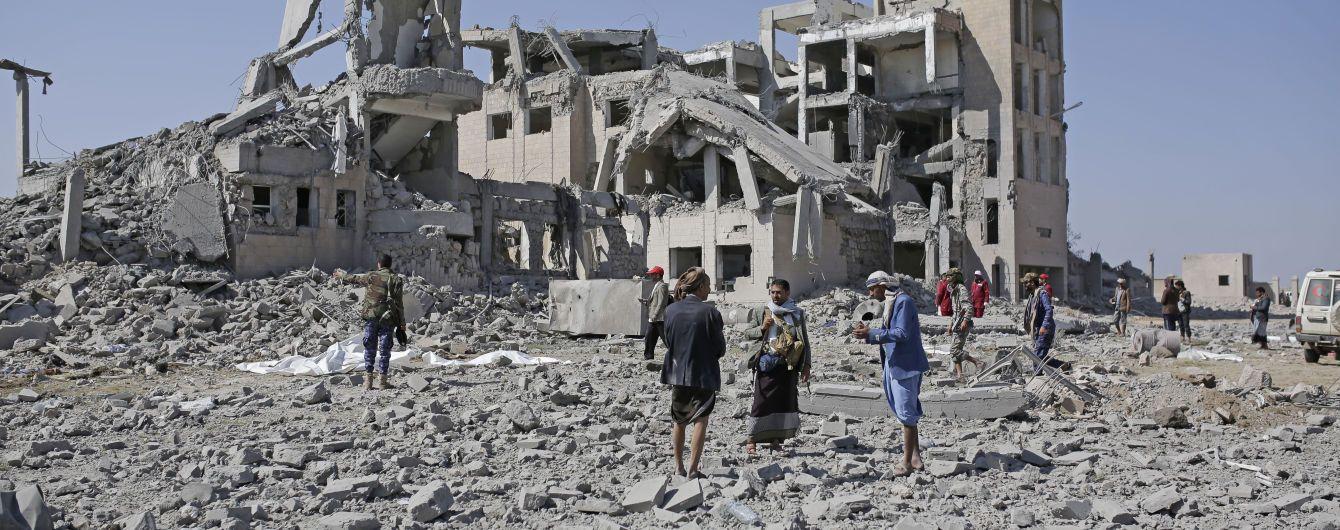В Йемене в результате авиаудара по тюрьме погибло от 50 до 100 человек