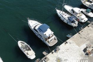 На Одесчине яхта на полной скорости переехала лодку с двумя людьми