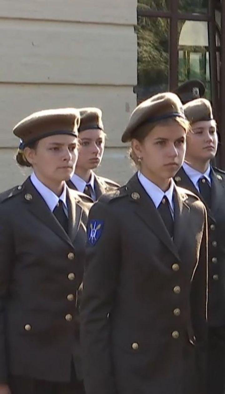 У військовому ліцеї імені Богуна до навчання вперше приступили дівчата