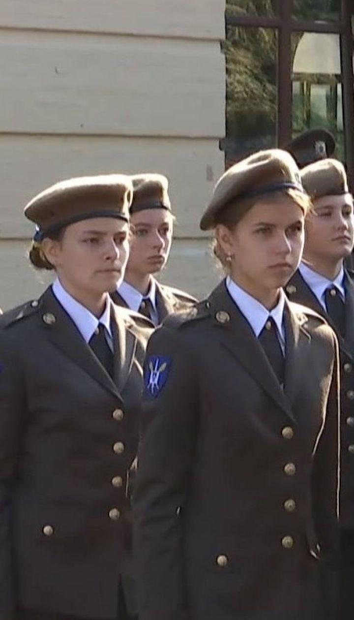 В военном лицее имени Богуна к обучению впервые приступили девушки