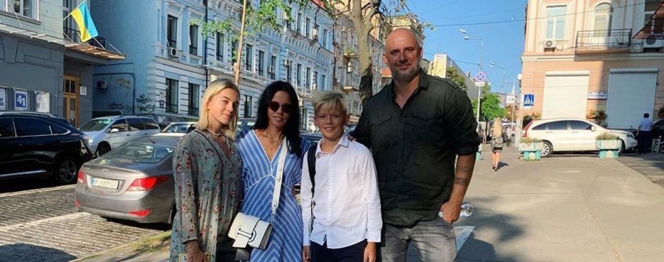 Потап с экс-женой и Падалко в полном семейном составе: как звезды сводили детей в школу