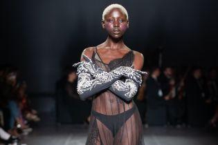 Экстравагантные бюстгальтеры, прозрачные платья и оркестр: показ бренда FROLOV на Ukrainian Fashion Week