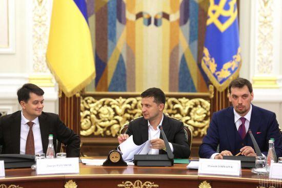 """Разумков підтримав Зеленського і заявив, що Україна дотримається """"червоних ліній"""" у Парижі"""