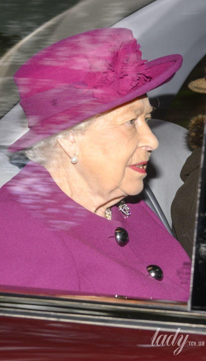 Королева Єлизавета II і принцеса Анна