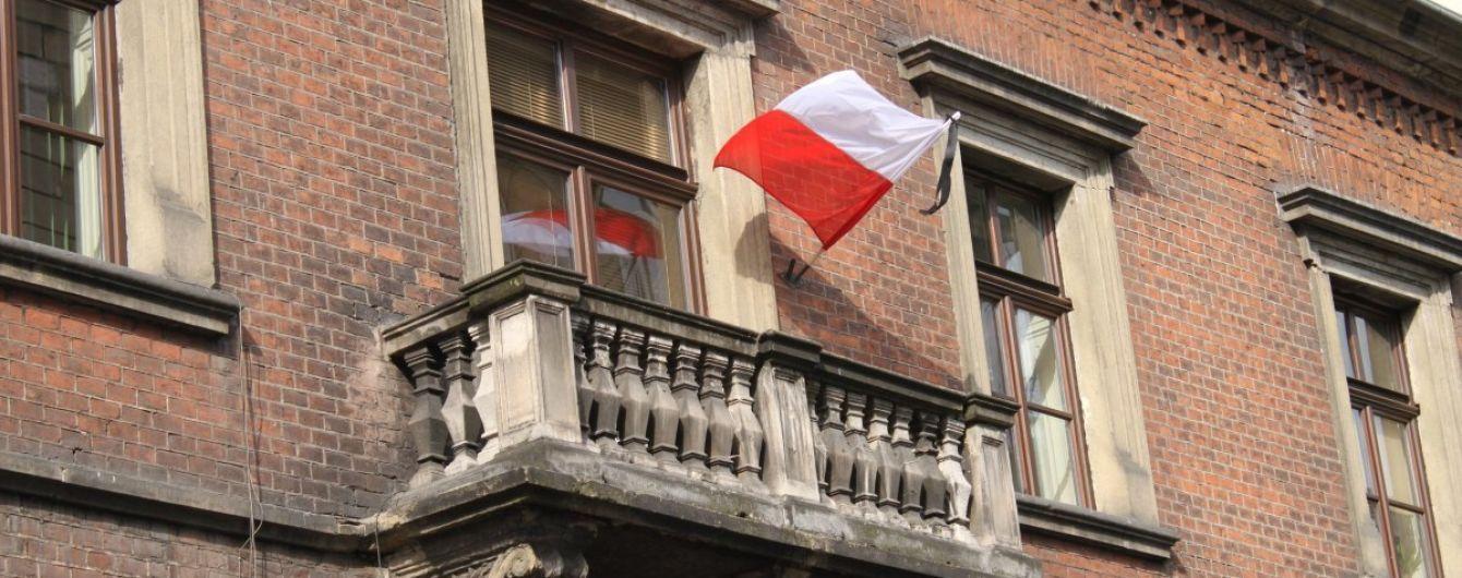 Во Львове во время праздничной линейки в польского дипломата бросили камнем