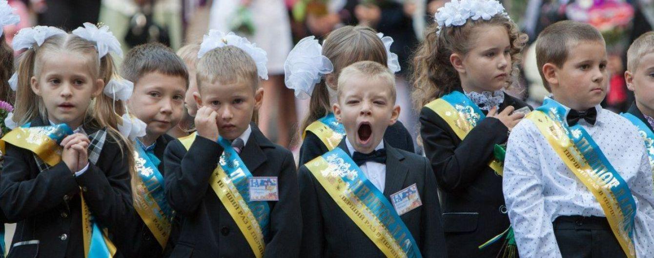 В Украине за школьные парты сели более 400 тысяч первоклассников