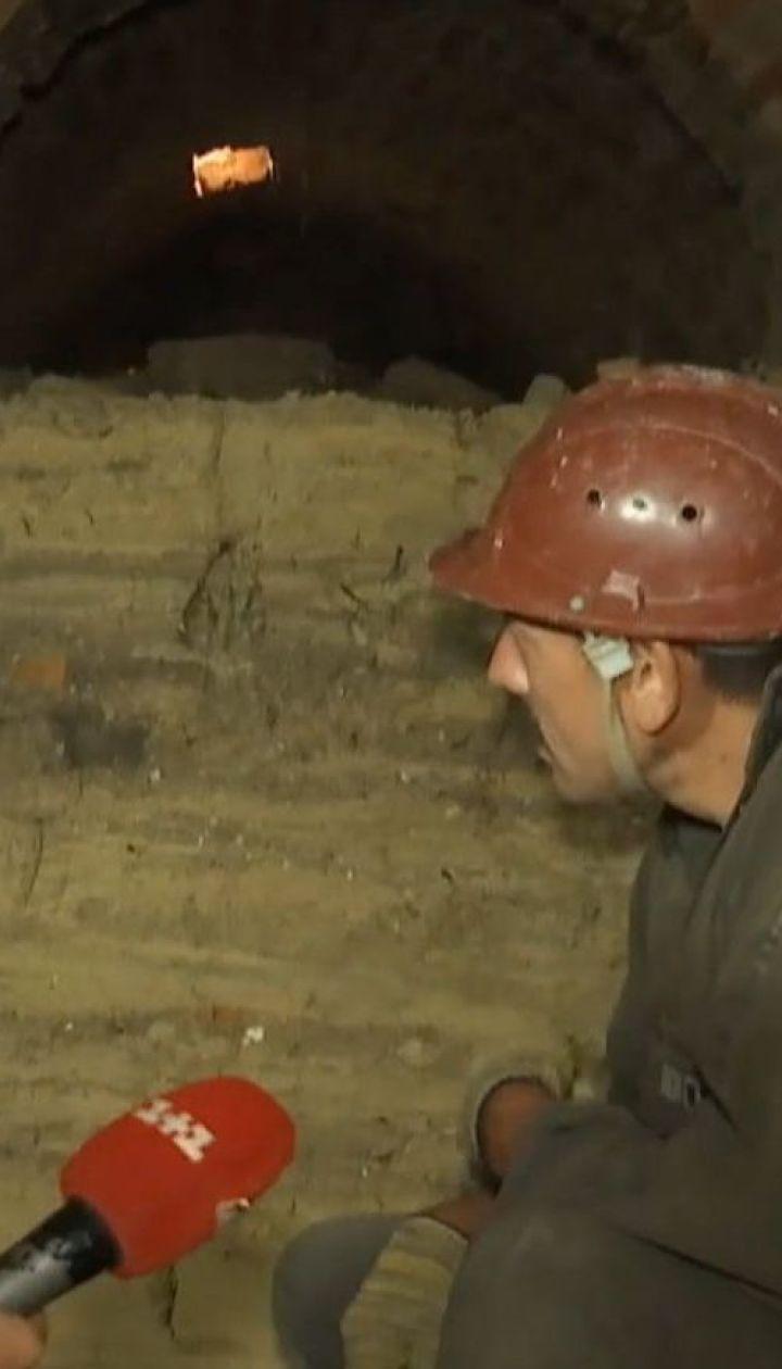 На Хмельнитчине археологи во дворе местных жителей раскопали подземное хранилище
