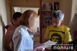 На Киевщине мужчина снимал и продавал порно с собственными детьми 2 и 5 лет