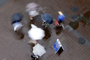Погода на вторник: в Украине обещают грозы, град и жару