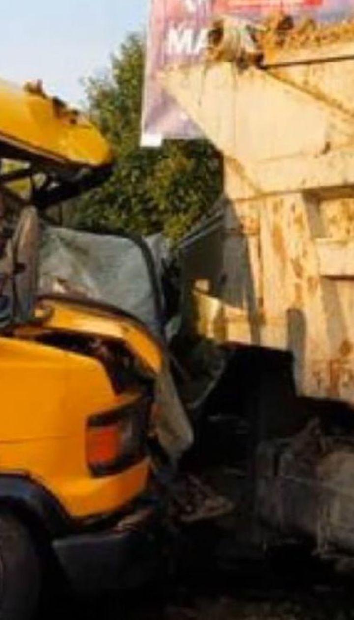 На Львівщині маршрутка зіткнулася з вантажівкою, є травмовані