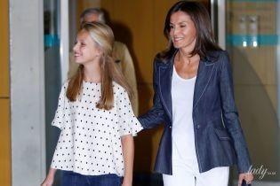 Стильные и улыбчивые: королева Летиция с дочерью принцессой Леонор в объективах испанских папарацци