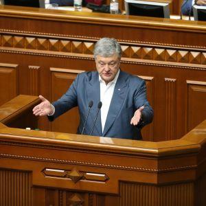 ДБР викликало Порошенка на допит через прослуховування на міжнародних переговорах