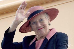 В розовом платье и шляпе: датская королева Маргрете II вышла в свет в эффектном аутфите