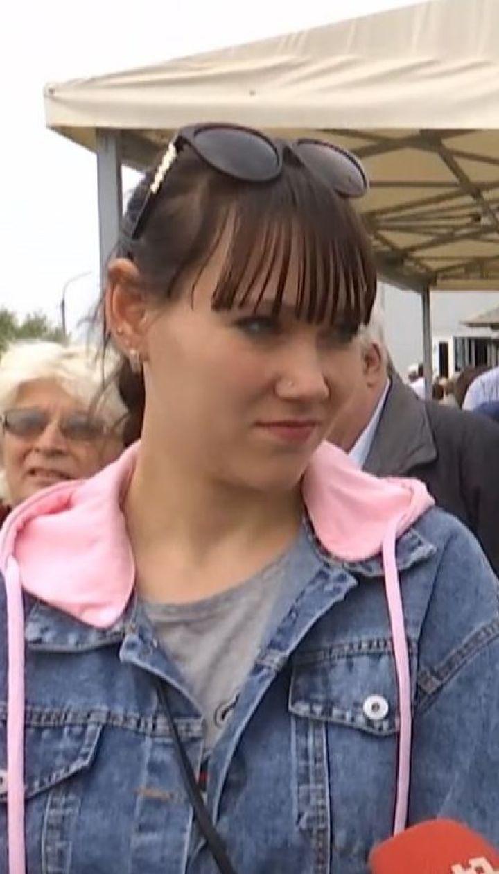 """""""Безнадійне"""" життя: українці на окупованих територіях не хочуть отримувати російські паспорти"""