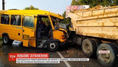 На пути в Ивано-Франковск маршрутка столкнулась с грузовиком