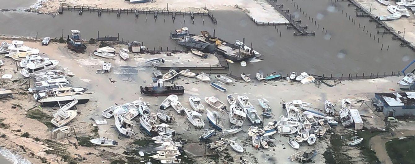 """Три мільйони американців просять евакуації через смертельний ураган """"Доріан"""", який не вщухає"""