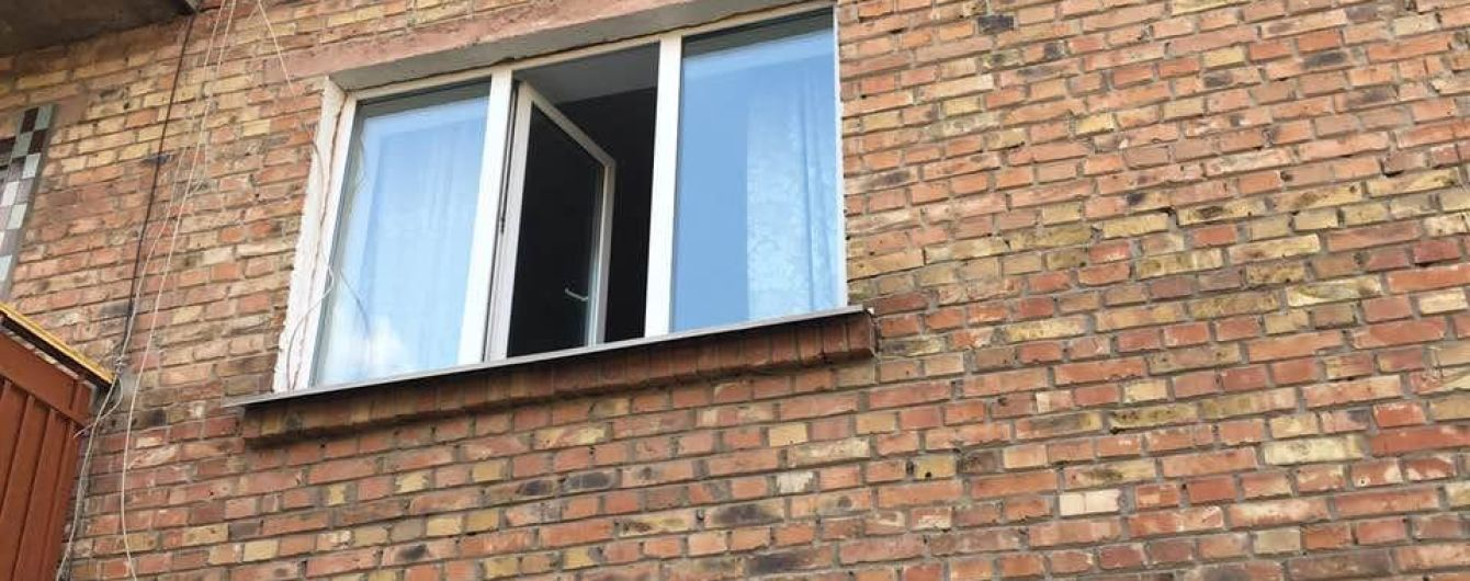 В Борисполе за сутки из окон выпали два маленьких мальчика