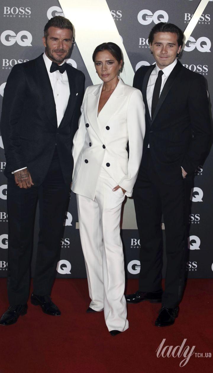 Виктория Бекхэм с мужем Дэвидом и старшим сыном Бруклином