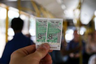 Без кондукторов, но с банковской картой: в Киеве запретят бумажные билеты в наземном транспорте