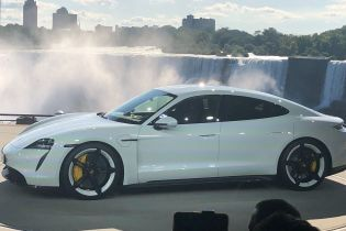 Porsche официально представила свой первый электрокар