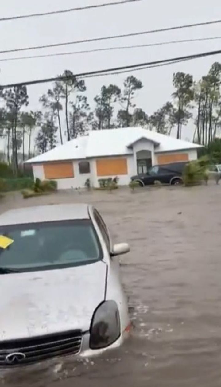 """Ярость """"Дориана"""": 3-метровые волны, руины и практически гуманитарная катастрофа на Багамах"""