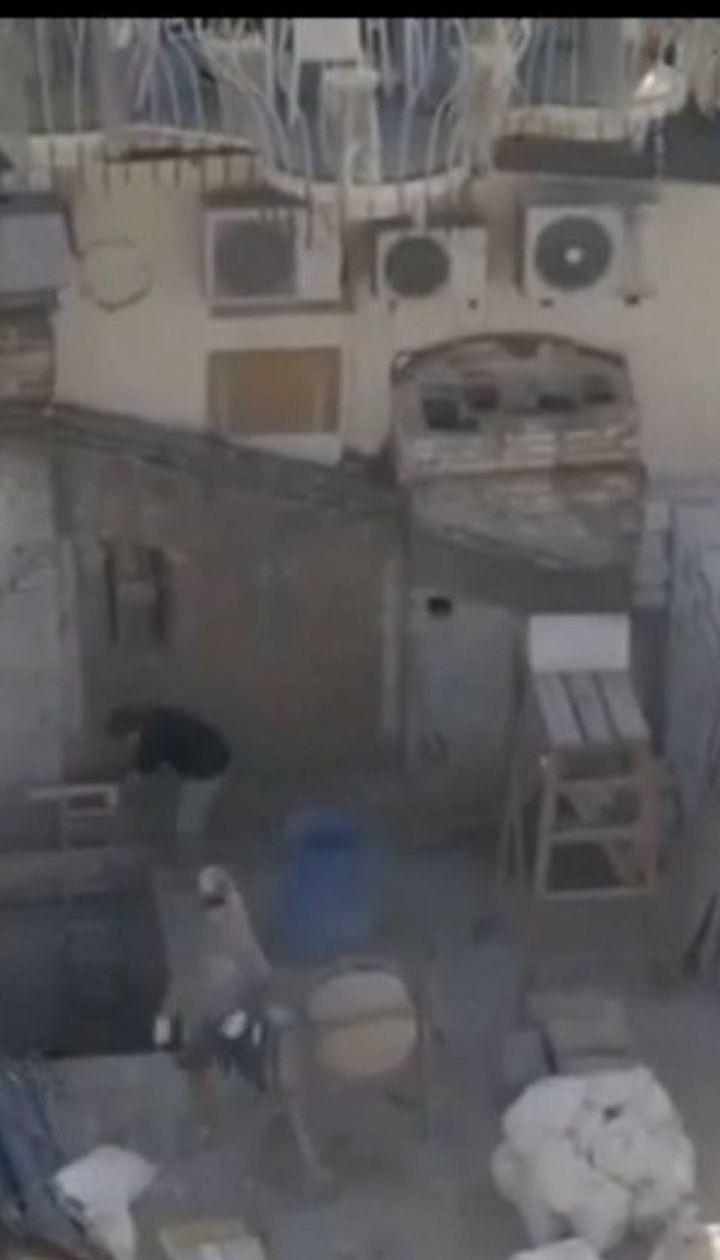 Жінка взялась під виглядом ремонту стріхи будувати ще один поверх у старій багатоповерхівці