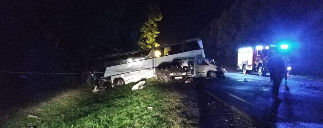 Водитель микроавтобуса, который на Львовщине влетел в автобус с детьми, мог уснуть за рулем