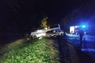 На Львовщине микроавтобус влетел в туристический автобус с десятками детей: есть погибший
