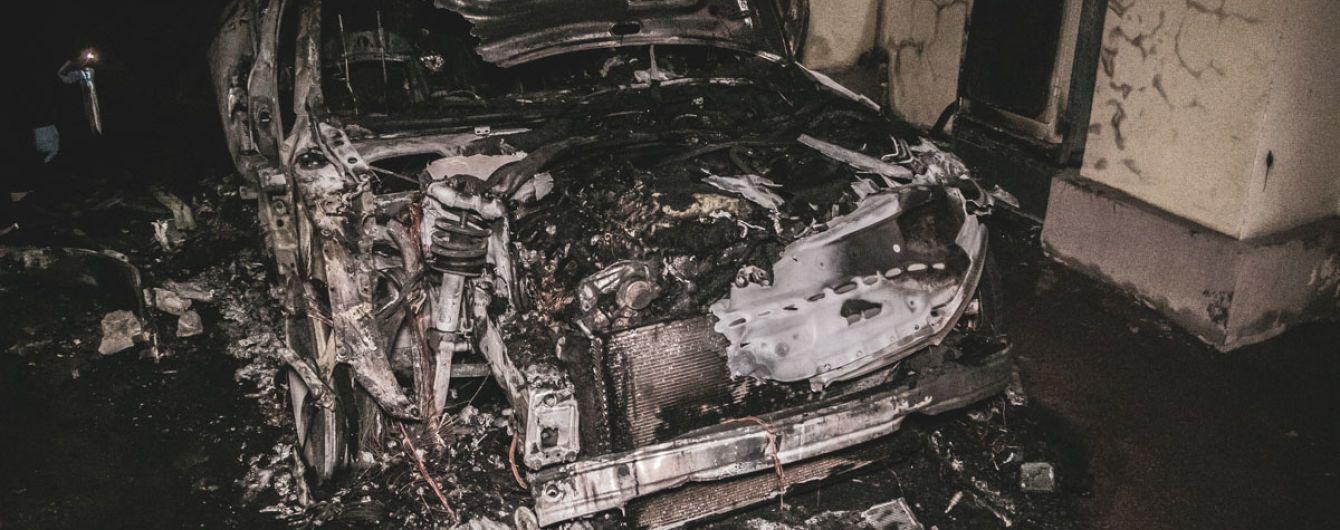 В центре Киева сожгли автомобиль невестки Гонтаревой