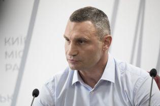 У Мережі з'явилось відео, як Кличко намагається завадити зніманню зустрічі з жителями столиці