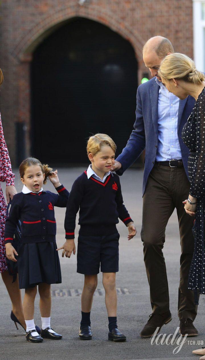 Герцогиня Кембриджская и принц Уильям отвели принцессу Шарлотту и принца Джорджа в школу