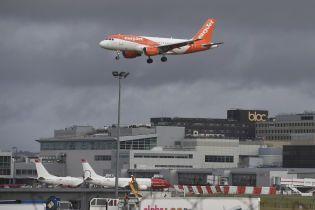 В Британии самолет задержался из-за отсутствия пилота. За штурвал посадили пассажира