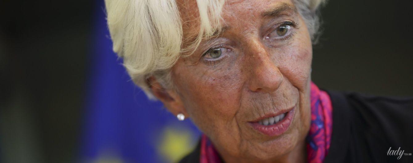 В черном платье и с ярким аксессуаром: глава Международного валютного фонда на заседании Европарламента