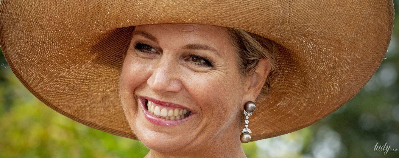 В ефектному луці та з іменним браслетом: королева Максима відвідала нідерландських школярів