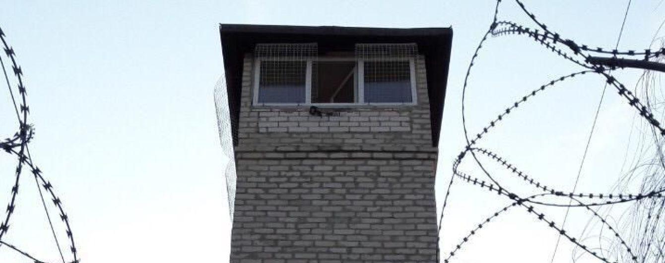 В Харькове на обзорной вышке колонии нашли мертвым инспектора охраны