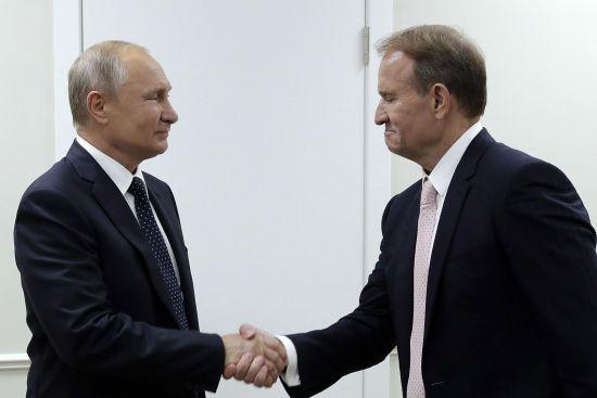 """Путін на зустрічі з Медведчуком заговорив про """"складність питання"""" звільнення політв'язнів Клиха і Карпюка"""
