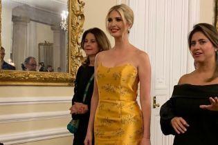 В золотом платье и с красной помадой: вечерний образ Иванки Трамп