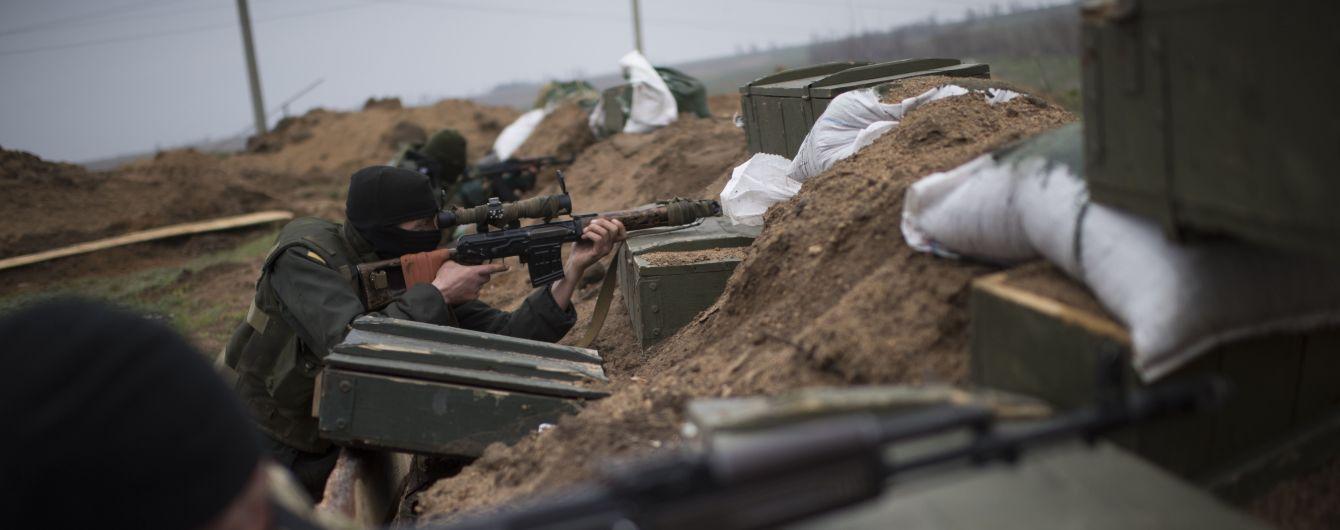 Бойовики накрили артилерією українські позиції біля Золотого. ТСН отримала ексклюзивні кадри обстрілів
