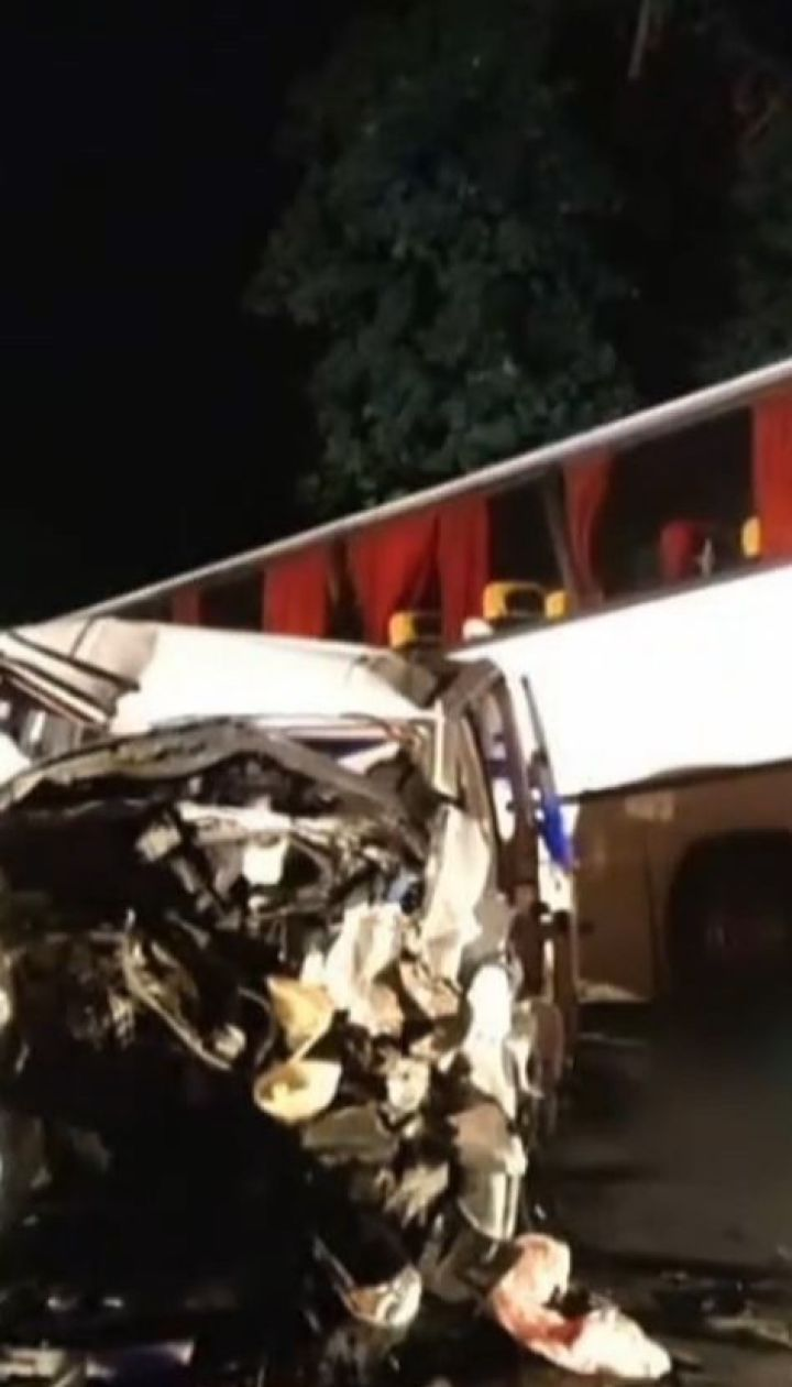 На Львовщине в автобус с детьми врезался в бус, есть пострадавшие