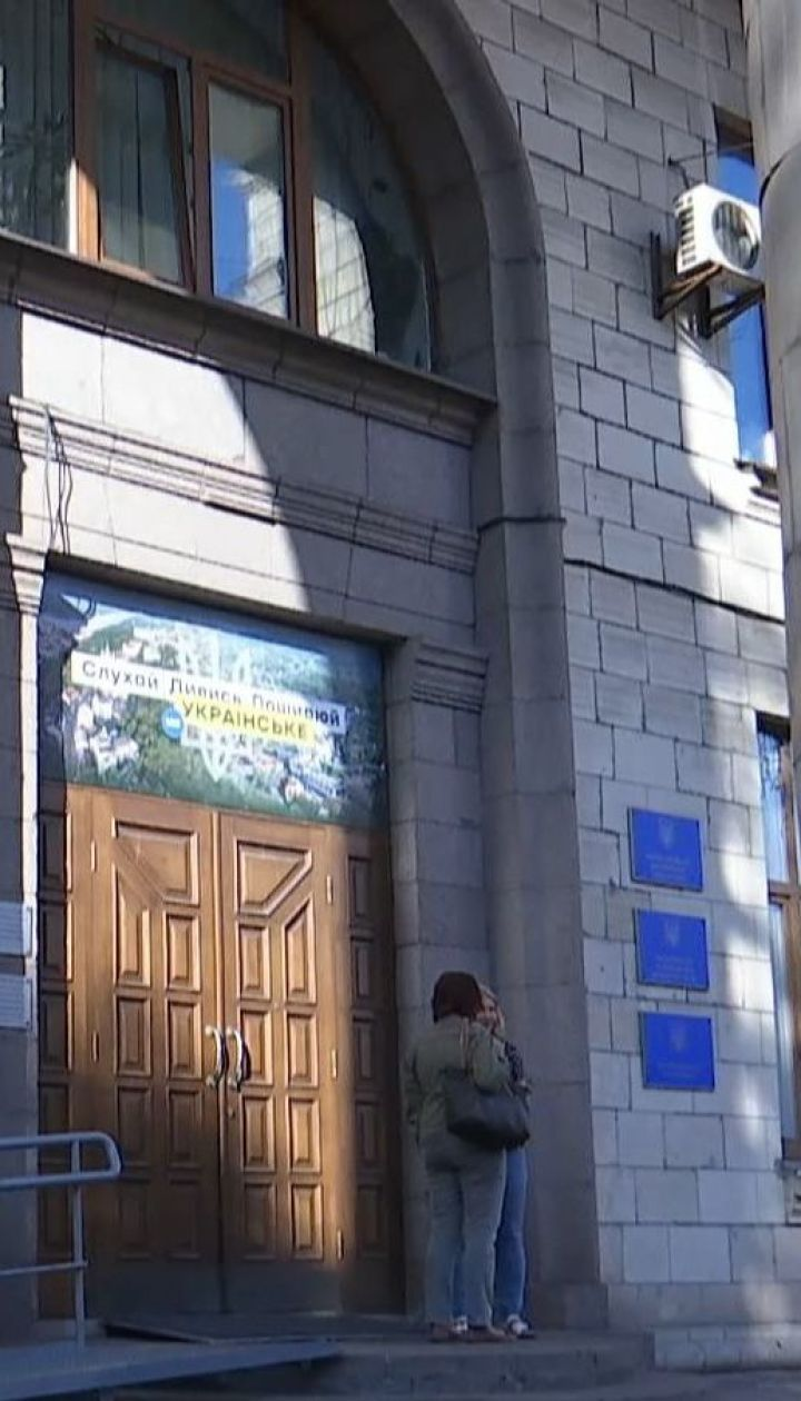 """Під будівлею Нацради побилися прихильники і противники телеканалів """"112 Україна"""" і """"NewsOne"""""""