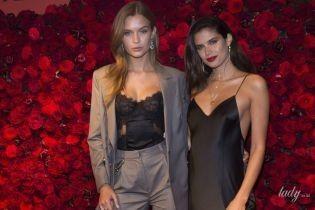 """В бельевых нарядах: """"ангелы""""  Жозефин Скривер и Сара Сампайо на презентации Victoria's Secret"""