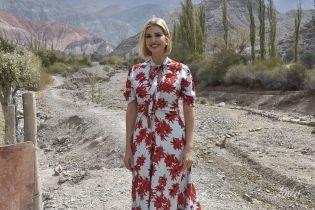 В платье с бантом и пикантным декольте: эффектная Иванка Трамп в Аргентине