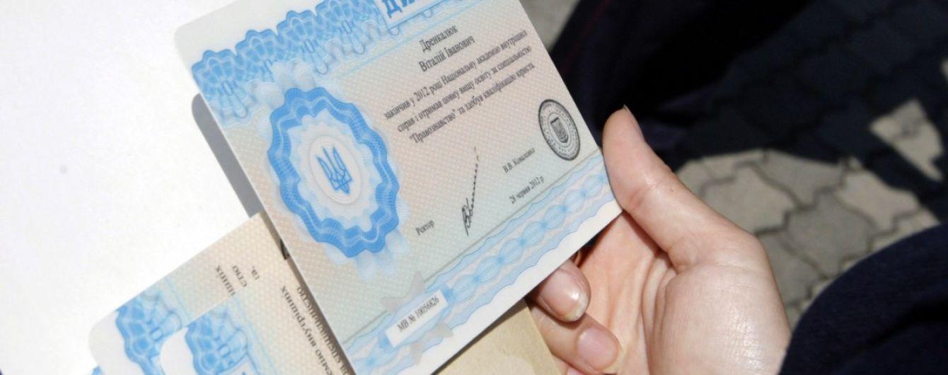 Депутата Київради підозрюють у підробленні диплому про освіту