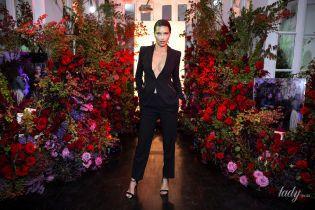 С акцентом на декольте: Адриана Лима впечатлила стильным аутфитом на вечеринке